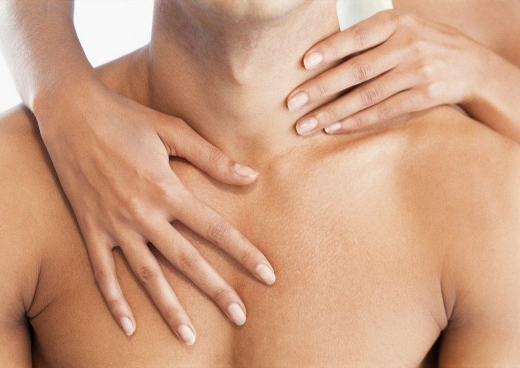 Как сделать массаж мужчине на спине чтобы он возбудился